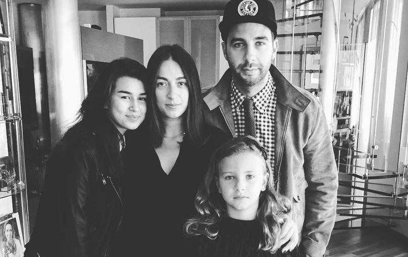 Иван Ургант и Наталья Кикнадзе с дочерьми. Фото Instagram @urgantcom