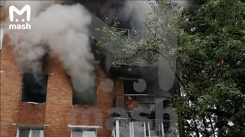 """Пожар произошёл в пятиэтажке после взрыва газа на западе Москвы. Фото скриншот с видео Телеграм-канал """"Mash"""""""