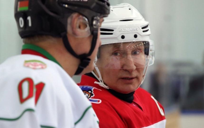 Путин и Лукашенко на хоккейном матче, архив. Фото РИА Новости