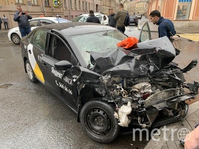 Такси подлетело на мостике как на трамплине. Фото ДТП/ЧП, vk.com