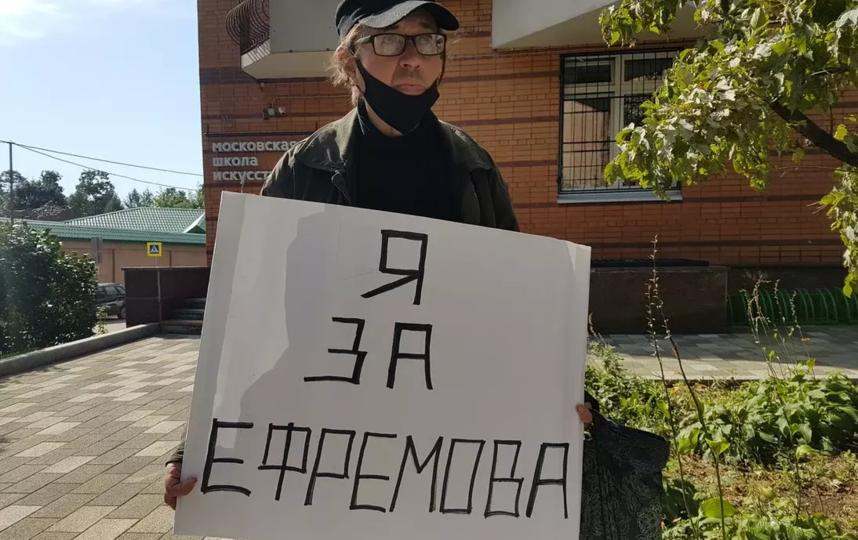 Группа поддержки Михаила Ефремова. Фото Василий Кузьмичёнок