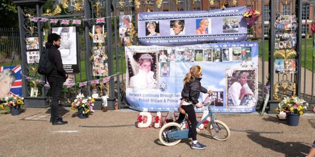 Британцы отдали дань памяти принцессе.