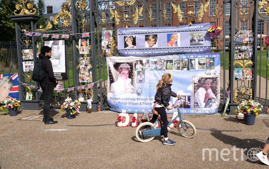 Британцы отдали дань памяти принцессе. Фото Getty