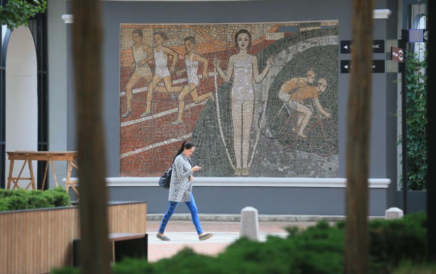 """На панно «Спорт» изображены бегуны, девочка со скакалкой и двое велогонщиков. Фото Василий Кузьмичёнок, """"Metro"""""""