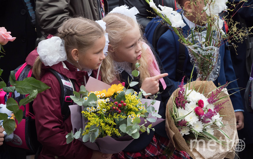 Торжественные линейки прошли только для учеников 1 и 11 классов. Фото Святослав Акимов.