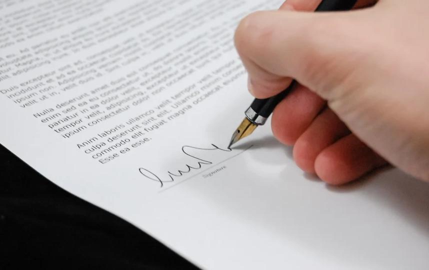 Абитуриенты подписывали согласие. Фото pixabay.com