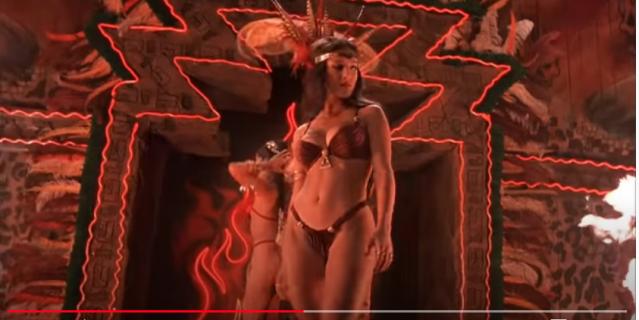 Сальма Хайек в танце со змеей.
