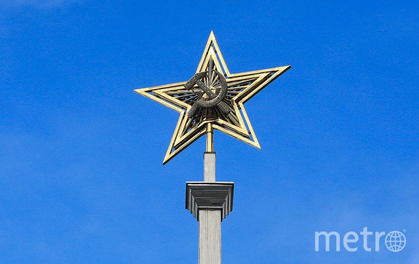 На шпиле над крышей вокзала снова ярко сияет звезда. Фото Василий Кузьмичёнок