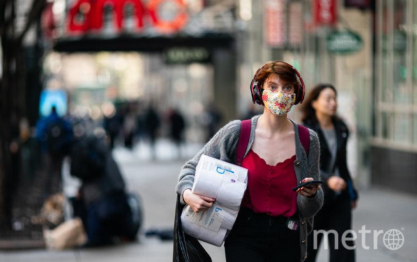 Многие шведы носили маски без  напоминаний. А вот социальную дистанцию соблюдали не все. Фото Getty
