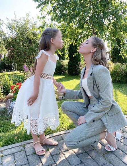"""Кристина Асмус с дочкой Настей. Фото Скриншот Instagram: @asmuskristina, """"Metro"""""""