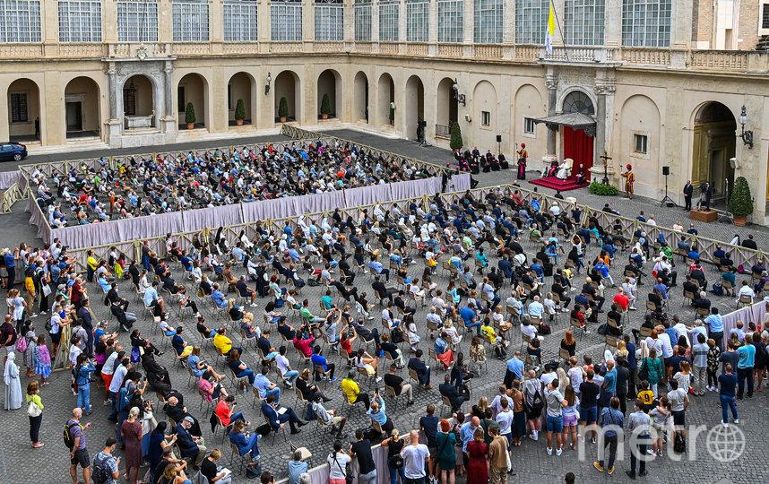 Верующие соблюдали социальную дистанцию. Фото AFP