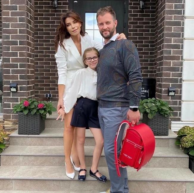 Екатерина Волкова с дочкой и мужем. Фото Instagram @volkovihome