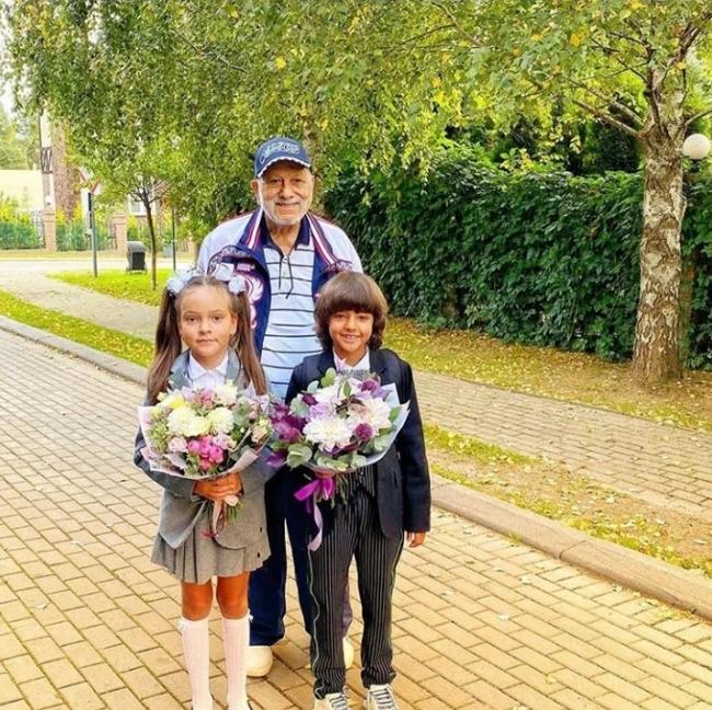 Бедрос Киркоров с внуками. Фото Instagram @fkirkorov