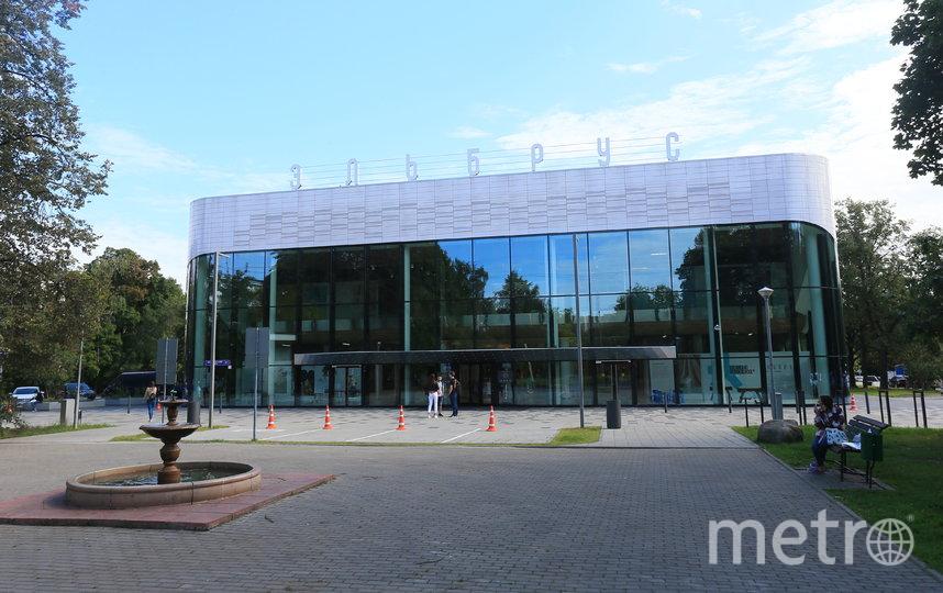 Кинотеатр «Эльбрус» расположен в конце уютного сквера на Кавказском бульваре. Фото Василий Кузьмичёнок