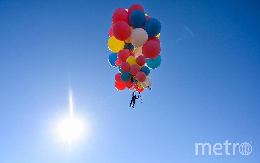 Дэвид Блейн поднялся на шарах на 7 км. Фото Getty