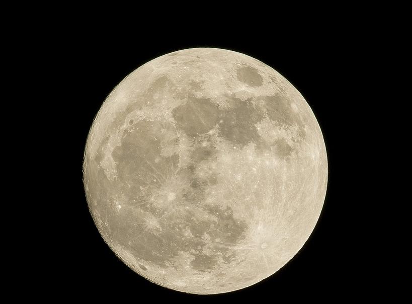 Ученые обнаружили на Луне ржавчину. Фото Pixabay.
