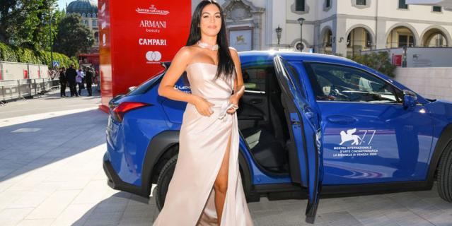 Красная дорожка кинофестиваля в Венеции. Джорджина Родригес.