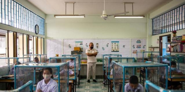 Так в школе Таиланда защищаются от коронавируса.
