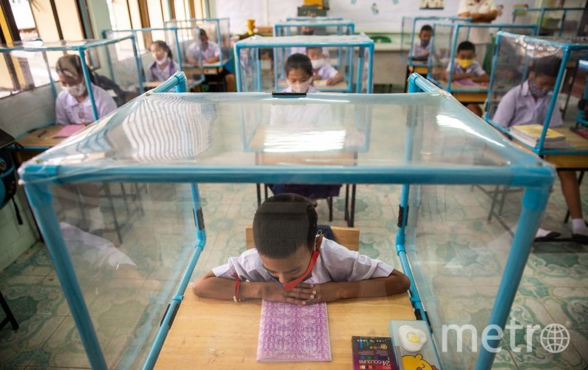 Так в школе Таиланда защищаются от коронавируса. Фото Getty