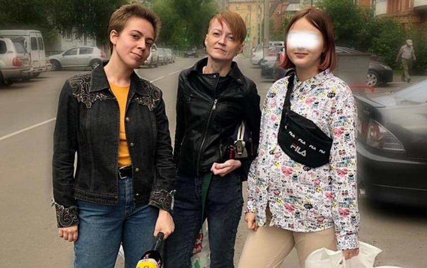 Маша с мамой и журналистом. Фото Instagram