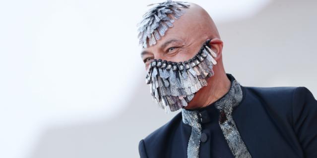 Маурицио Агости придумал безумные перья.