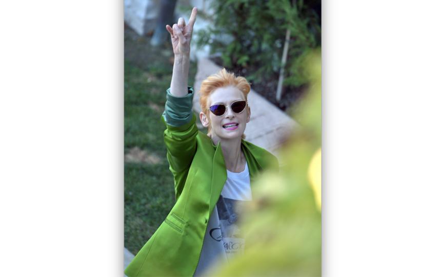 Тильда Суинтон показала класс в Венеции. Актриса не побоялась прилететь на открытие кинофестиваля, где ей вручили почётную награду. Фото Getty