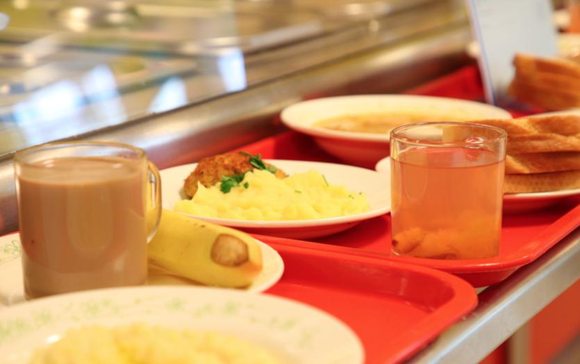 В школах Петербурга повысят стоимость льготного питания для школьников. Фото gov.spb.ru.