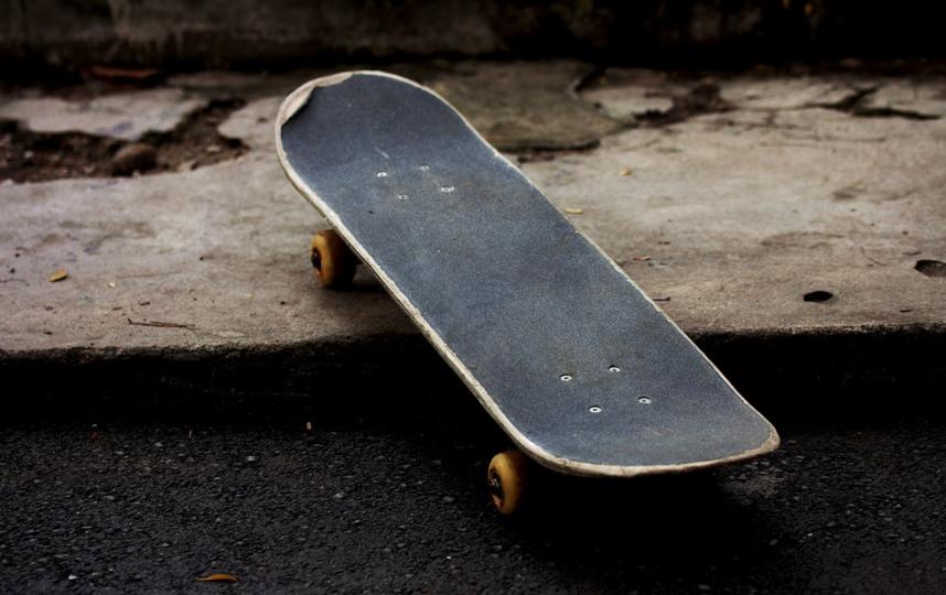 Пожилая уборщица украла скейтборд. Фото Pixabay.