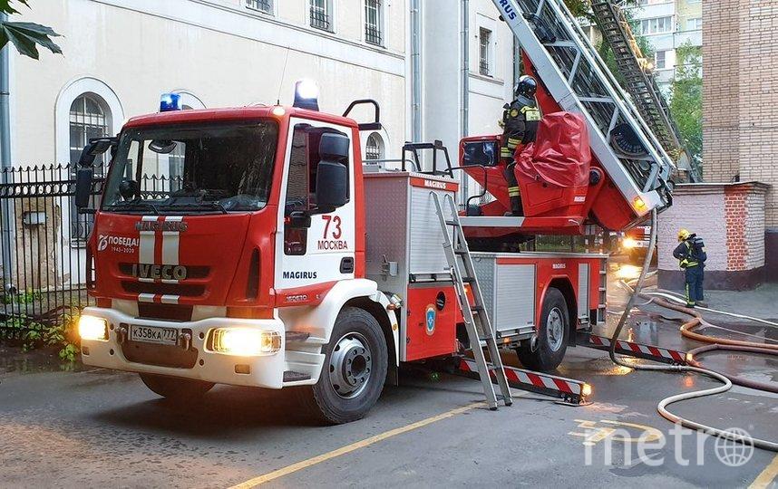 """В 05:51 пожар был ликвидирован на 50 кв. метров площади. Фото агентство """"Москва"""""""