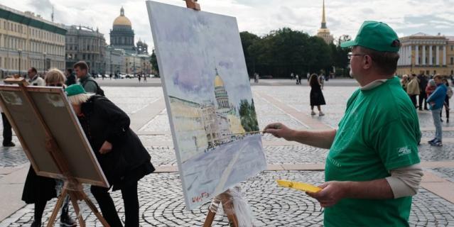 Тема пленэра - свободная, большинство рисовали то, что видели вокруг себя.