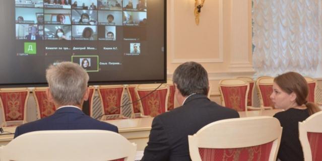 """Видеоконференция по обсуждению Плана реализации совместного российско-японского проекта """"Умный город"""" в Санкт-Петербурге."""