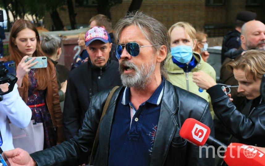 События возле здания суда. Раздача интервью. Фото Василий Кузьмичёнок