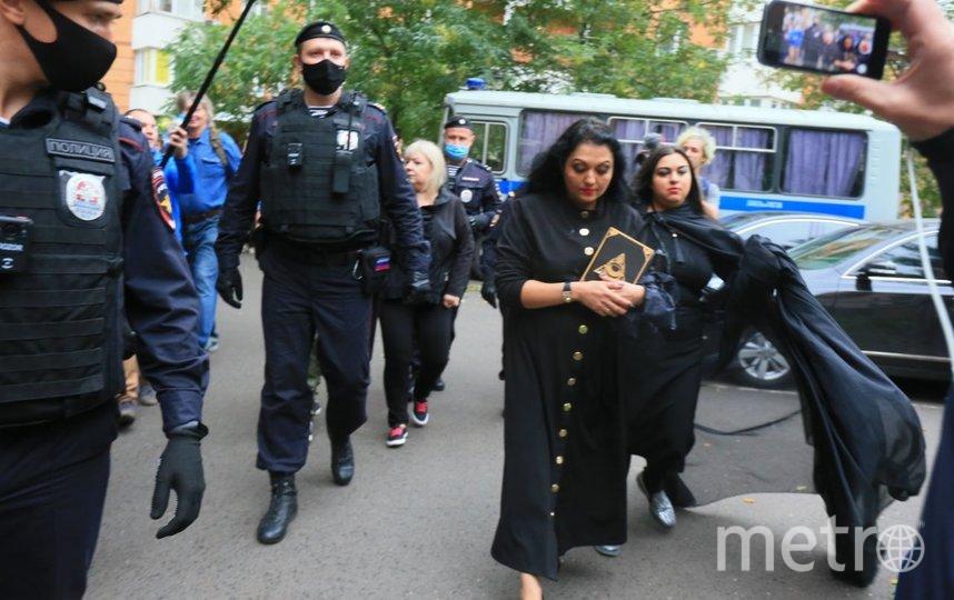 События возле здания суда. Задержание гадалок. Фото Василий Кузьмичёнок