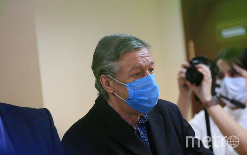 Выражение лица Ефремова оставалось неизменным в течение всего заседания, даже когда судья озвучила приговор. Фото Василий Кузьмичёнок