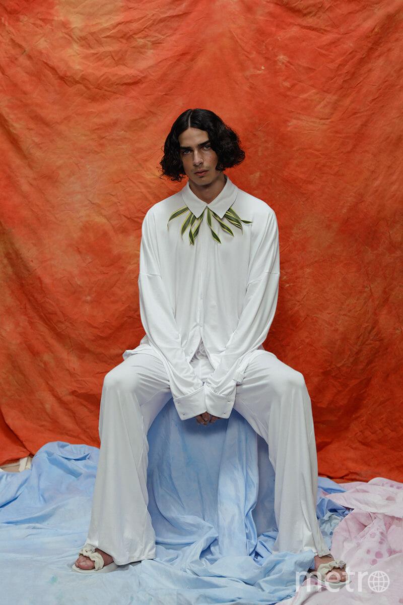 """Модель демонстрирует одежду из коллекции Эстебана Кортасара. Фото """"Metro"""""""