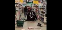 Мужчина с топором перепугал посетителей гипермаркета в Петербурге – видео