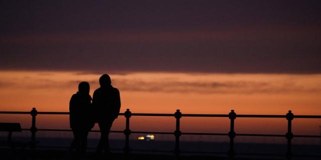 Женщины чаще видят риск - как физический, так и эмоциональный - когда речь идет о свиданиях.