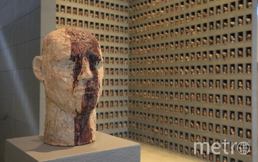 На оформление бюстов героев Кузькин израсходовал пол-литра своей крови. Фото Василий Кузьмичёнок