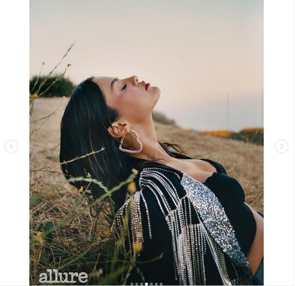 Селена Гомес снялась в фотосессии для Allure. Фото скриншот: instagram.com/selenagomez/