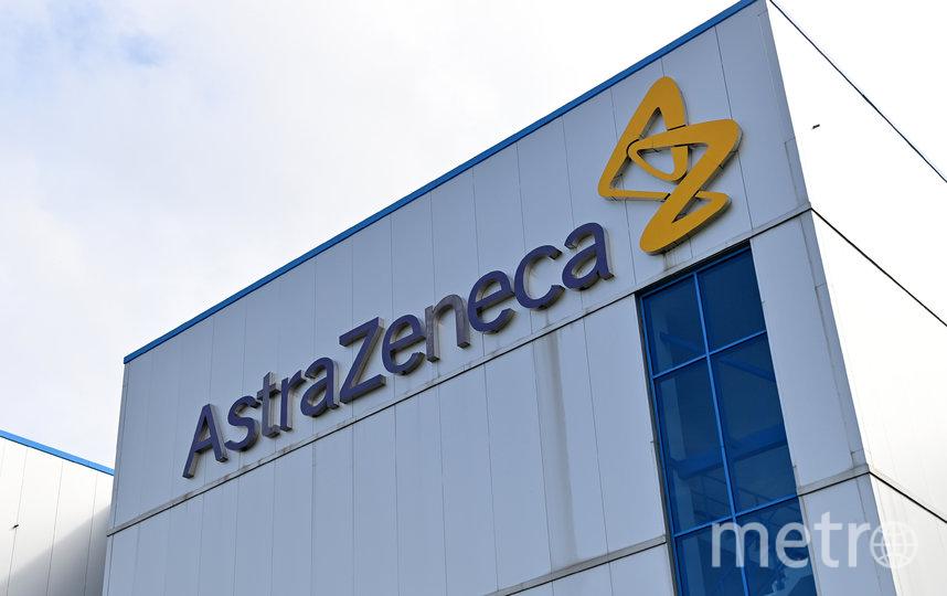 В AstraZeneca сообщили, что взяли паузу, чтобы изучить историю болезни испытуемого и выявить связь с прививкой. Фото AFP