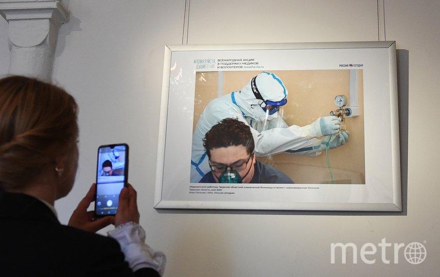 """Выставка  """"Пожалуйста, дышите"""" посвящена работе врачей и волонтёров в период пандемии коронавируса. Фото Предоставлено организаторами"""
