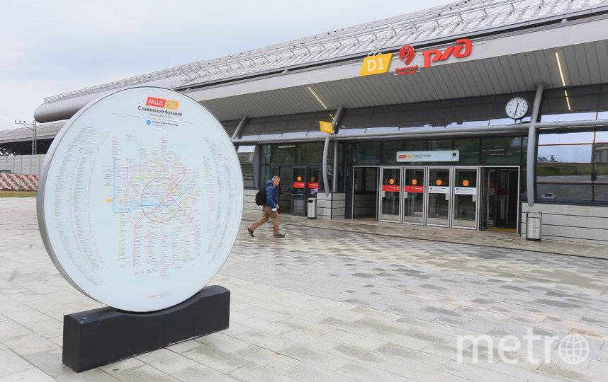 Возле входа на станцию обустроена просторная площадь с удобной навигацией и велопрокатом. Фото Василий Кузьмичёнок