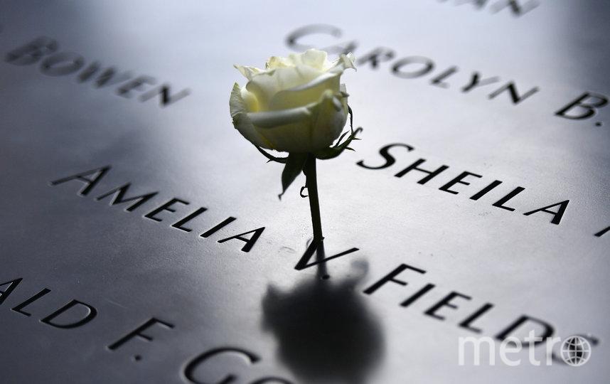Теракты 11 сентября не забывают. Имена погибших у мемориала на Манхэттене читали вслух. Фото AFP