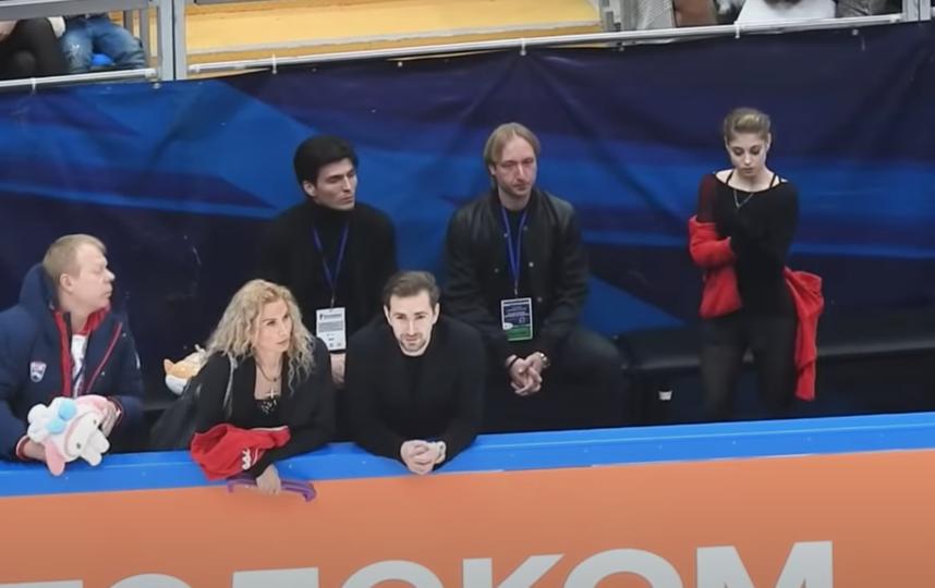Косторная и её бывшие тренеры старались не смотреть друг на друга. Фото скриншот с YouTube, Скриншот Youtube