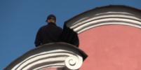 Мужчина с ножом провёл на крыше Александро-Невской Лавры несколько часов