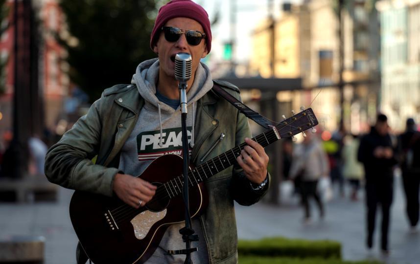 """Ярослав Вейос устраивает согласованные массовые мероприятия в центре Петербурга примерно раз в неделю. Фото Алена Бобрович, """"Metro"""""""
