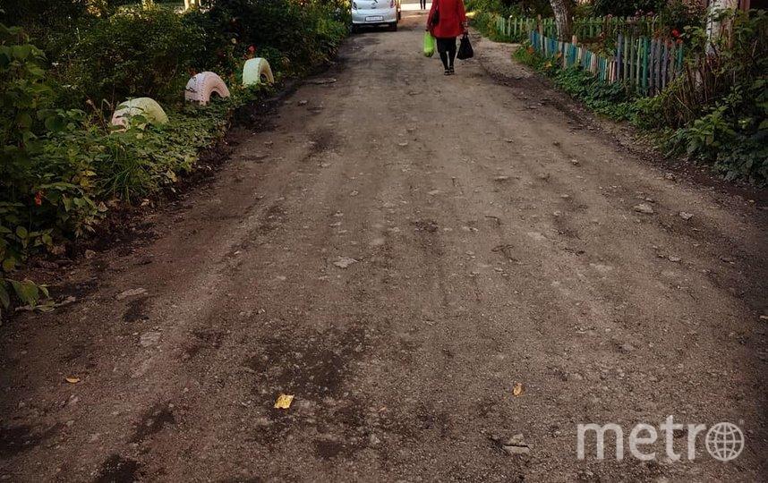 Дорогу залатали, но жители двора ещё недовольны. Фото Скриншот Instagram/ya_luzha_u_doma