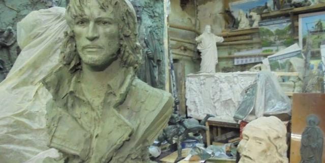 Бюст Талькова в мастерской Салавата Щербакова. Он может стать автором памятника, если его установку одобрят в МГД.