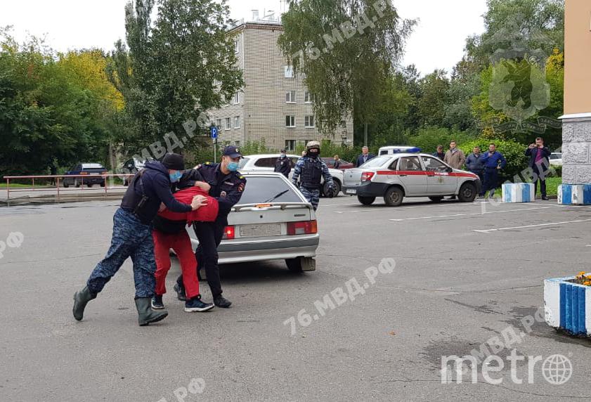 Задержание Виталия Молчанова. Фото 76.мвд.ру