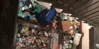 В захламленной мусором квартире на Пражской улице в Петербурге нашли тело мужчины